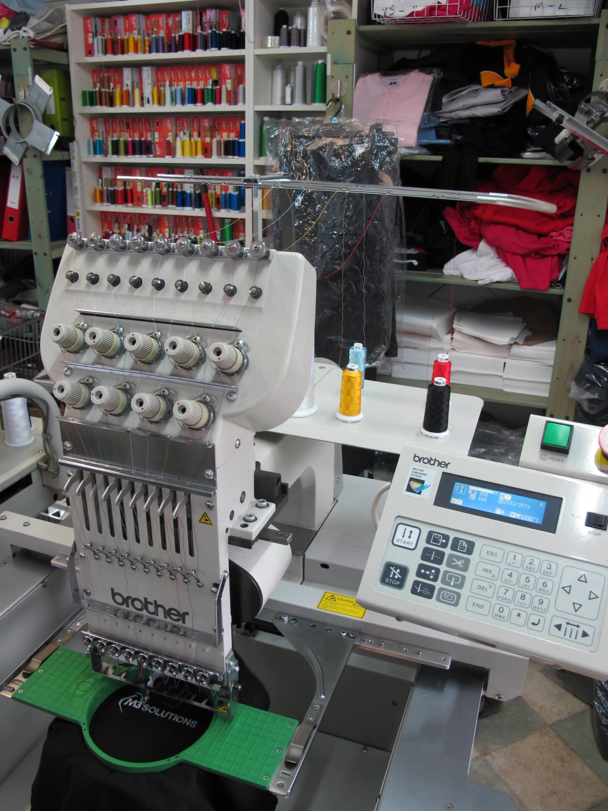 Professional embroidery machine and colour thread spools